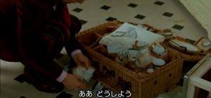 カミュとの食事の後、割れてしまう家紋が入ったピクニックセット