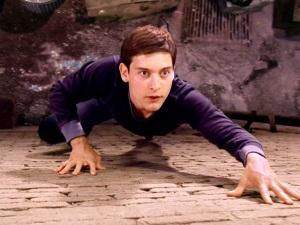 スパイダーマンが壁を登るシーンの撮影場面